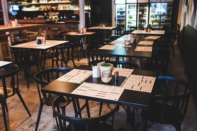 Reducción de comensales y menús digitales, parte de las propuestas de restaurantes