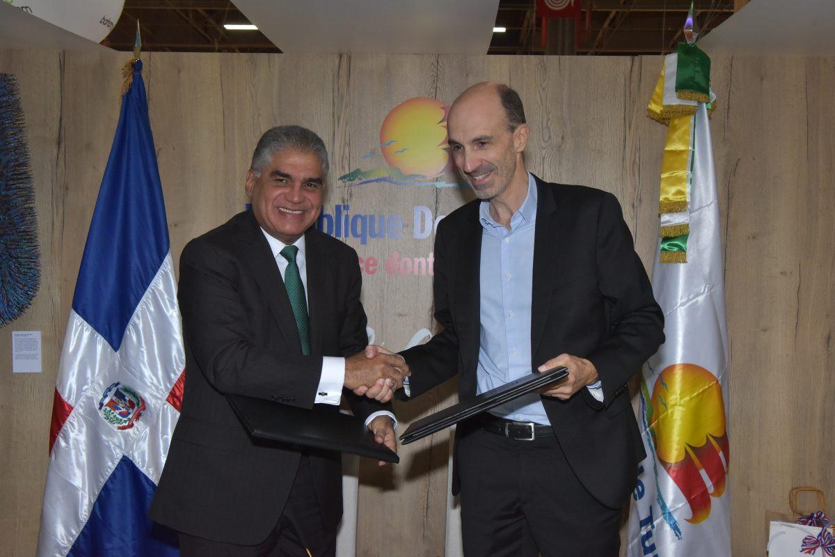 República Dominicana firma acuerdos con aerolíneas y turoperadores en Francia