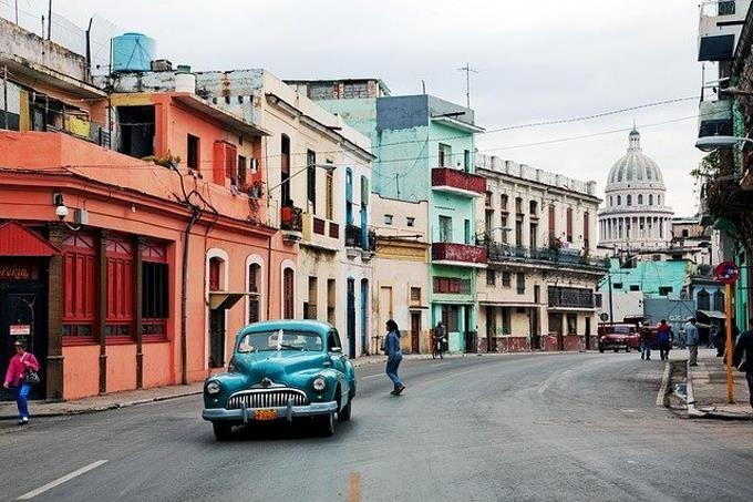 <p>Cuba elimina el gravamen del 10% al d&oacute;lar en medio de grave crisis econ&oacute;mica</p>