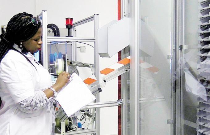 <p>Industrias de producci&oacute;n esencial siguen laborando</p>