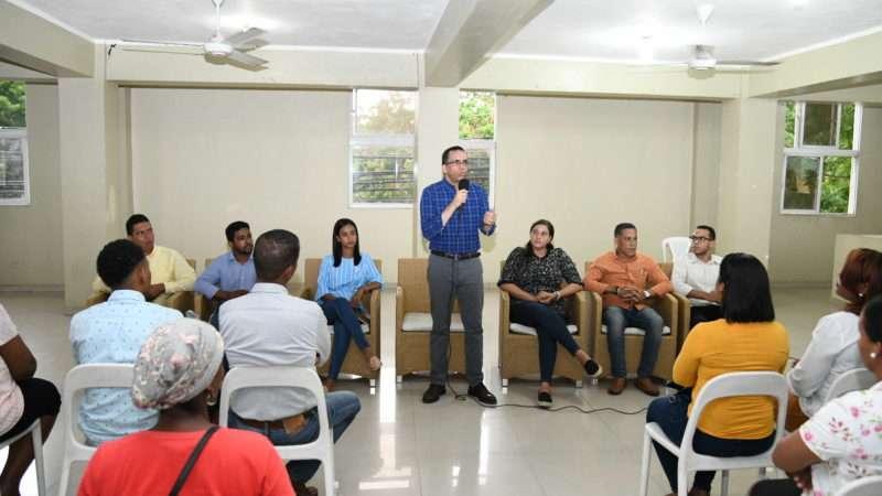 Andrés Navarro afirma que garantizará oportunidades para los jóvenes