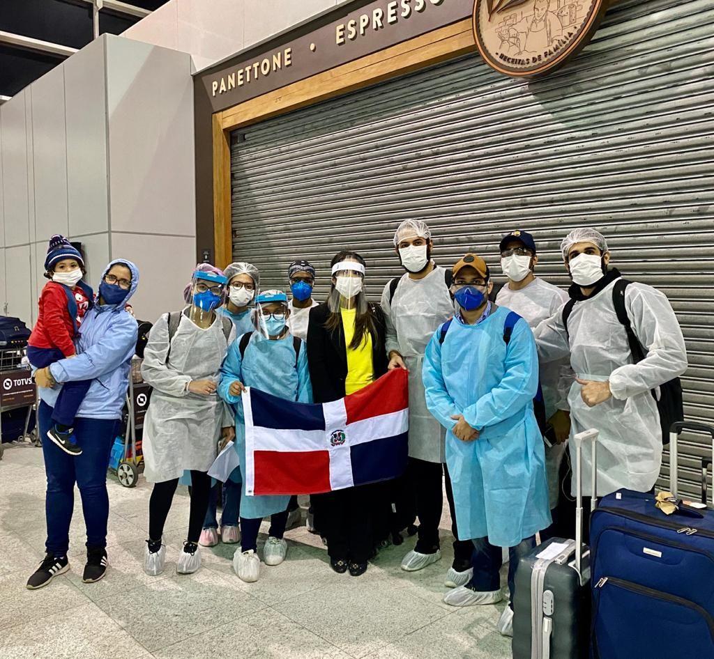 Canciller Miguel Vargas informa retorno de 20 estudiantes y misioneros dominicanos desde Brasil y Guatemala
