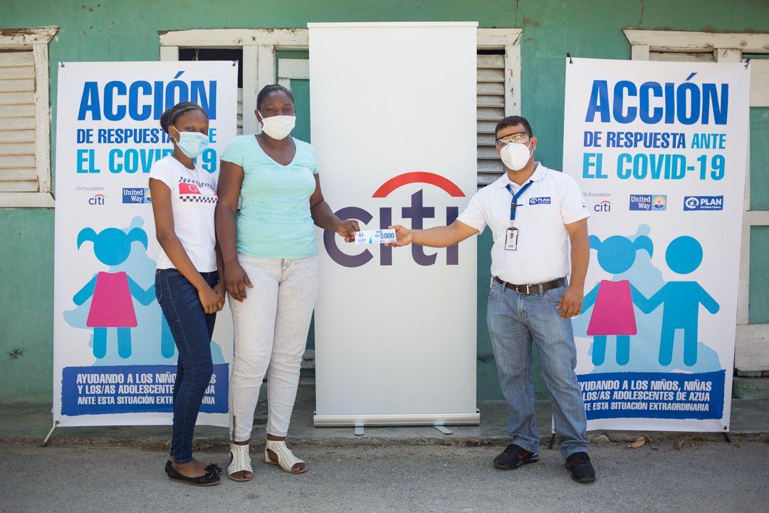 <p>Fundaci&oacute;n Citi y Plan Internacional RD benefician con aportes econ&oacute;micos a familias de Azua</p>