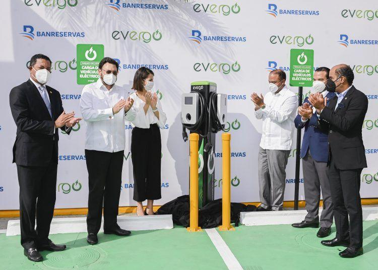 <p>Banreservas instala estaciones de carga Evergo para veh&iacute;culos el&eacute;ctricos</p>