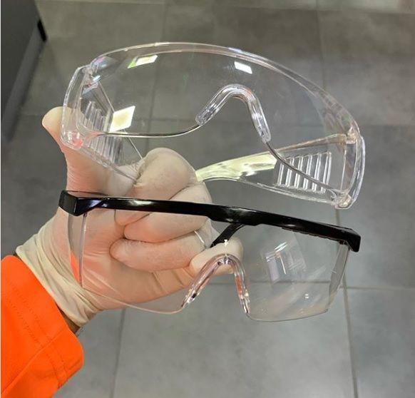 Donación de gafas plásticas desechables para protección ocular entregadas en el Hospital Materno Infantil San Lorenzo de los Minas.