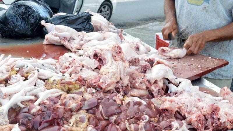 Comerciantes llama población a consumir carne de pollo