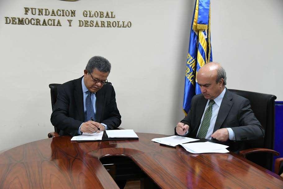 Mariano Jabonero y Leonel Fernández firman acuerdo de colaboración entre la OEI y Funglode