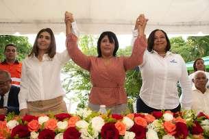 Barrick Pueblo Viejo firma acuerdo de electrificación para comunidades El Zinc y Hatillo