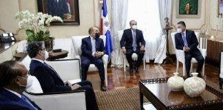 <p>Directivos del Conep visitan a Danilo Medina</p>