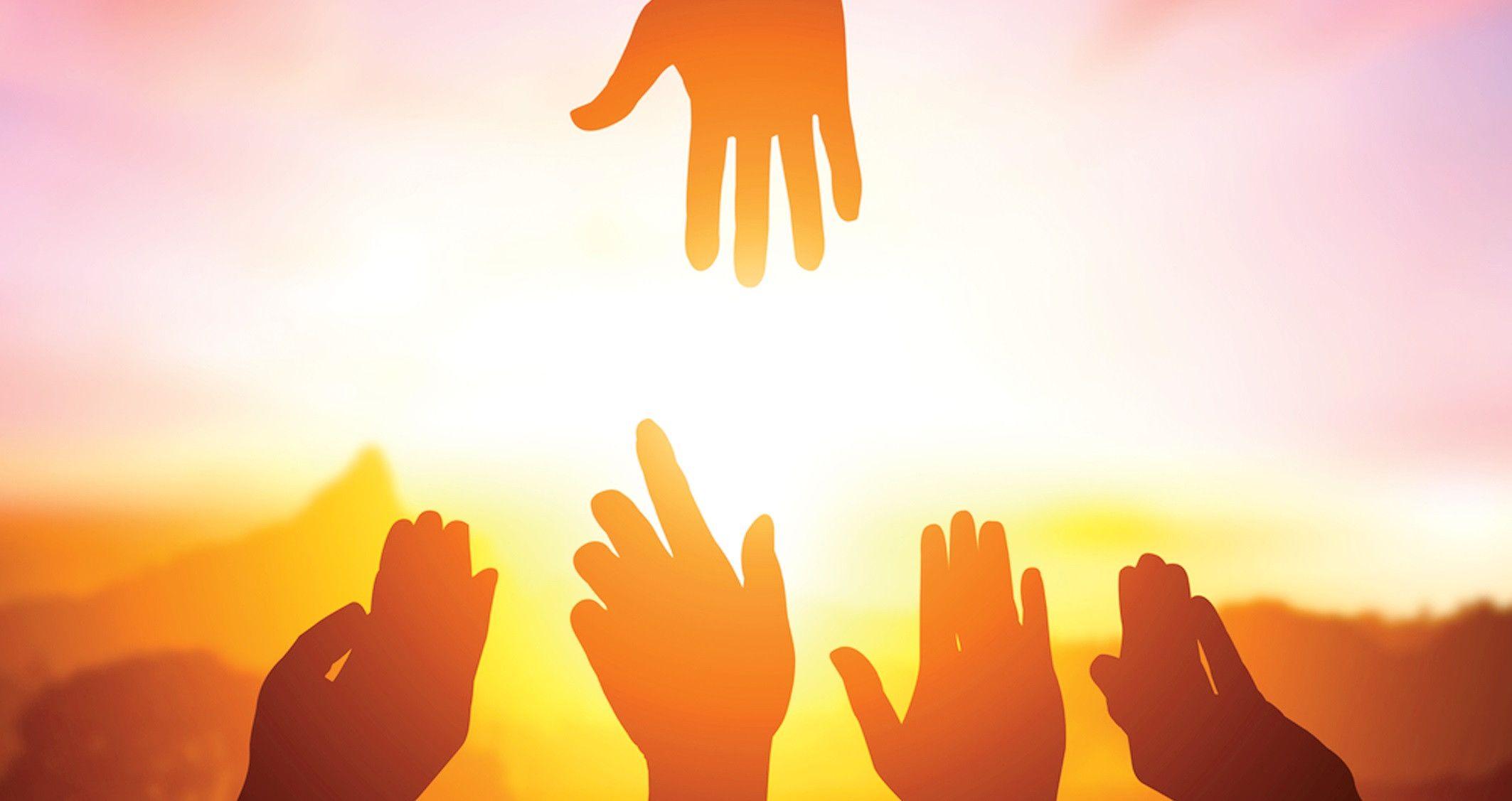 Cinco beneficios de ayudar a los demás