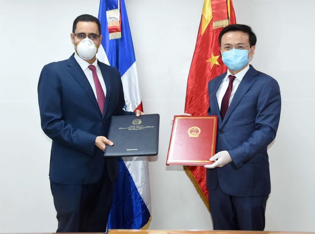 El Gobierno de China dona a RD un lote de materiales anti epidémicos por valor de 700, 000 yuanes para combatir el COVID-19
