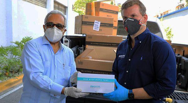 Gonzalo Castillo dona a Salud Pública 11,300 kits más para detectar el COVID-19