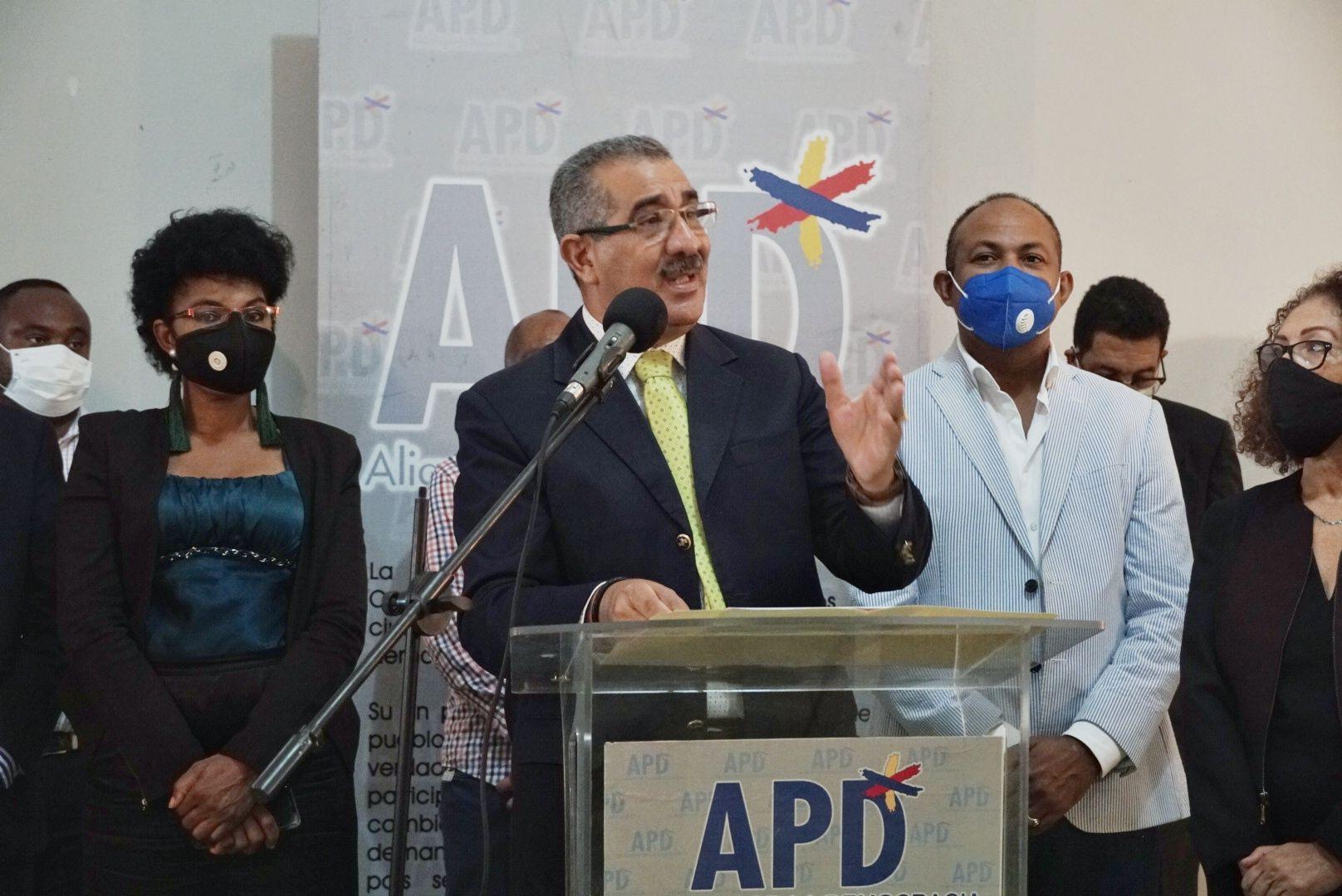 <p>APD propone que el ingreso que exceda del precio de US$1,300 la onza del oro de Pueblo Viejo pase al Estado Dominicano</p>